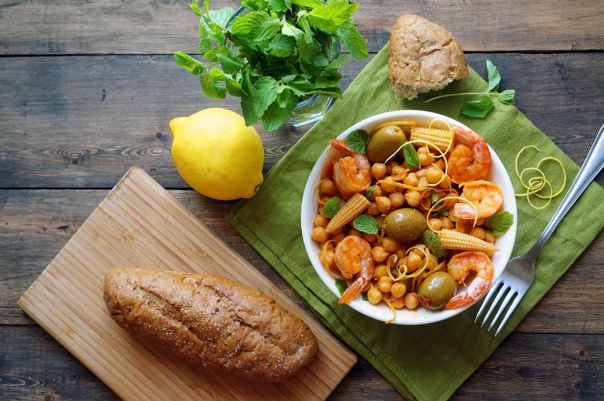 Средиземноморский салат с нутом к Пасхе