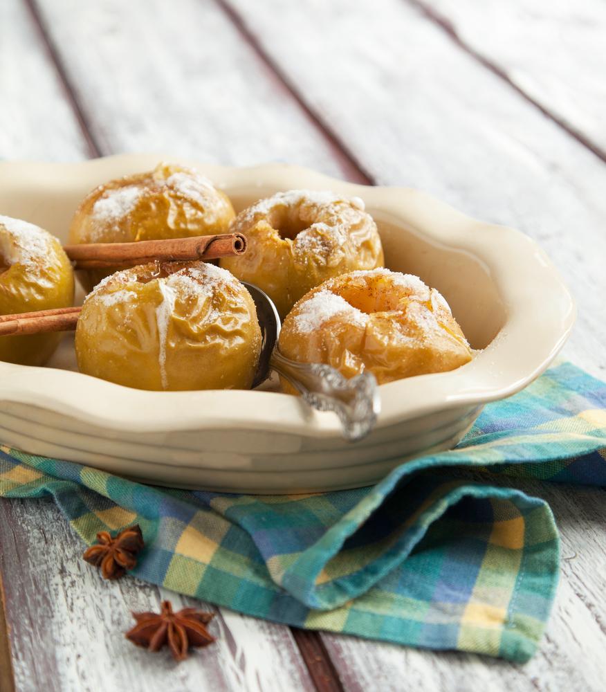Печеные яблоки с медом и орехами: самое полезное сладкое блюдо - фото №3