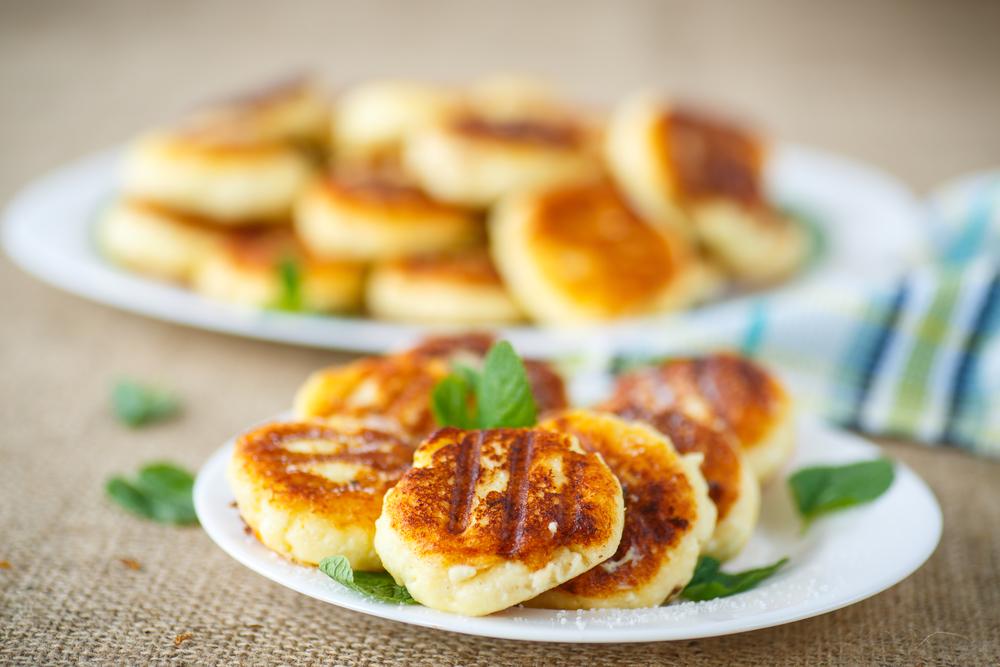 Лучшие рецепты сырников: готовим быстро и очень вкусно - фото №4