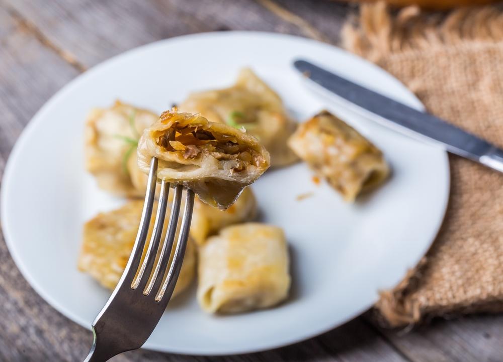 Блюдо, которое готовят на Рождественский пост: вареники с капустой - фото №1