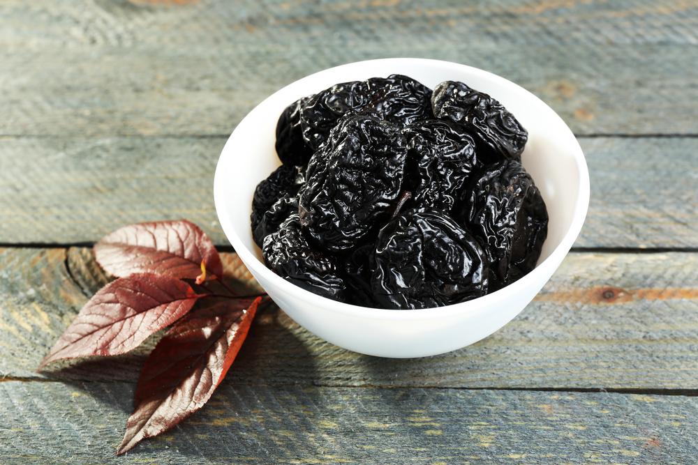 Салат «Нежность»: рецепт приятного блюда с черносливом и курицей - фото №1