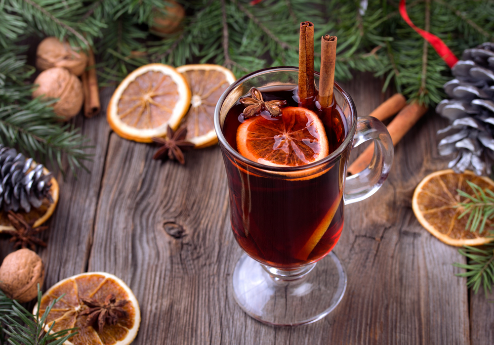 Рецепт ароматного глинтвейна: секреты напитка, без которого не будет праздника - фото №2