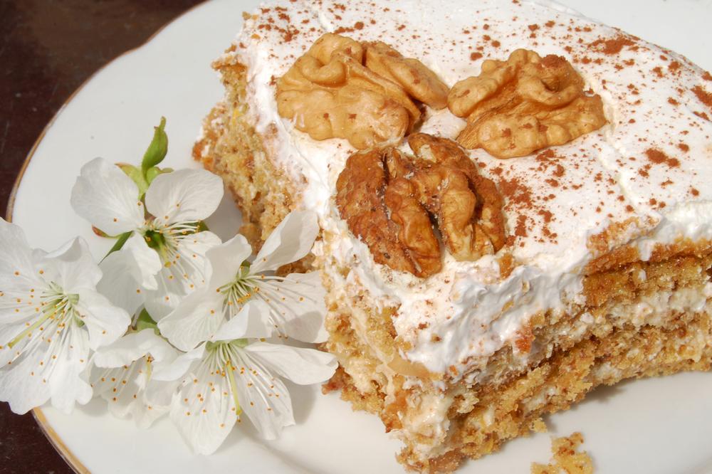 Торт сметанник: как приготовить полюбившийся с детства десерт - фото №1