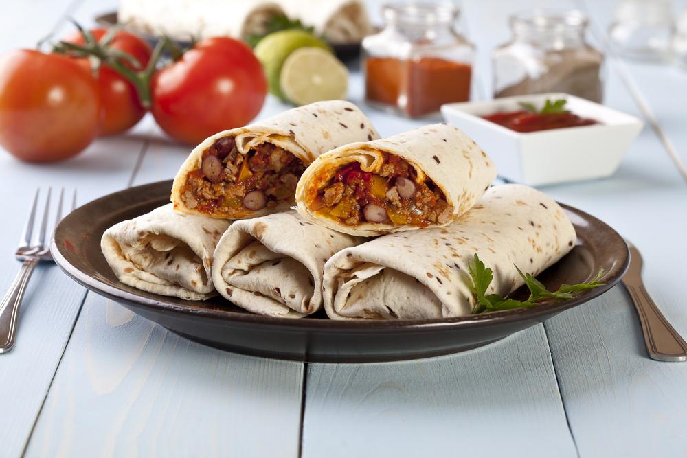 Рецепт буррито с курицей и фасолью: как приготовить популярное мексиканское блюдо - фото №1