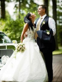 Молодожены на свадьбе занимаются сексом