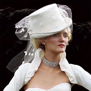 """При слове  """"шляпка """" перед мысленным взором появляется образ роковой Марлен..."""