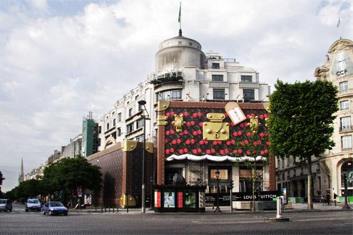 "Бутик  ""Louis Vuitton "" в Париже."