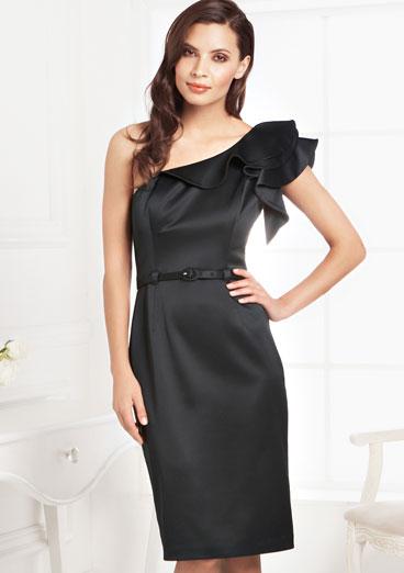Что одеть на свадьбу летом: короткое платье.