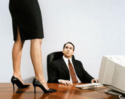 Меня начальник склоняет к сексу