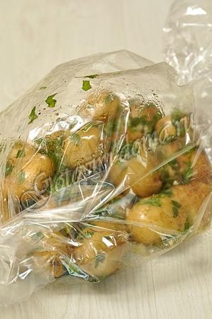 запеченная картошка в духовке в рукаве рецепт с фото