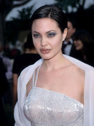 Топ-10 лучших причесок от Анджелины Джоли анджелина джоли последние новости