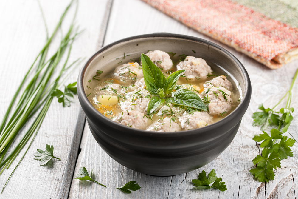 Суп с фрикадельками: диетический рецепт для тех, кто устал от вредной пищи - фото №1