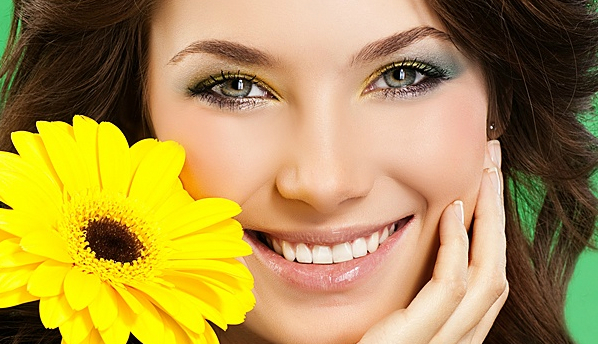 Женские зубы портятся в разы быстрее мужских