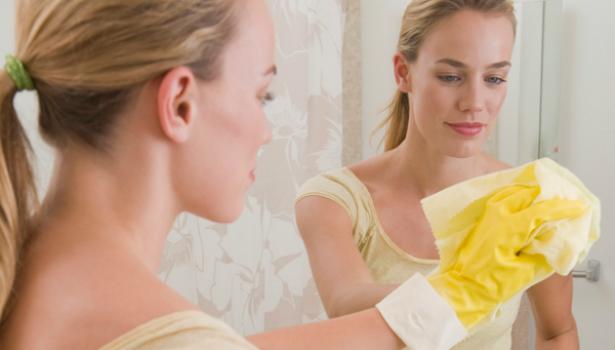 Как очистить зеркала и окна без вреда для здоровья?