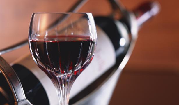 Ученые: алкоголь укрепляет кости женщины