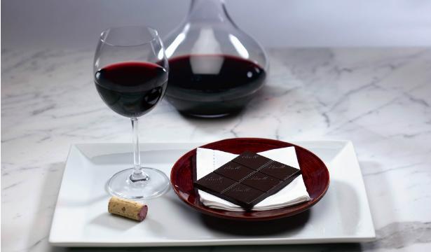 Развенчаны мифы о пользе вина и шоколада