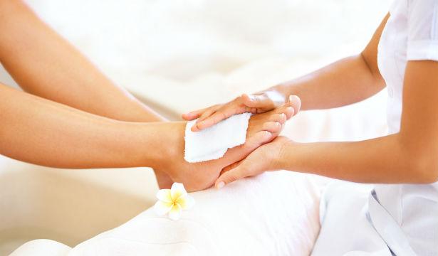 Как сохранить здоровые ногти летом