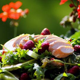 Блюдо дня. Салат из дыни и копченой корейки
