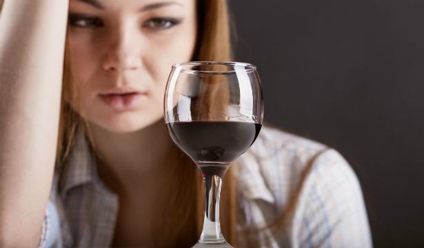 Специалисты определили безопасную дозу алкоголя для женщин