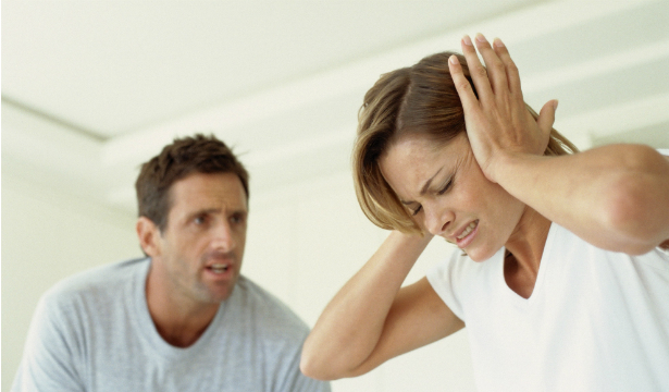 Психологи назвали 8 сигналов скрытого насилия в паре