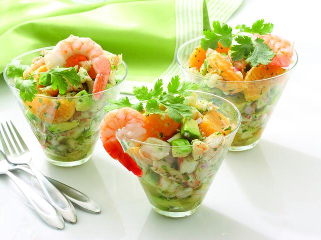 Что съесть в обед: салаты с креветками