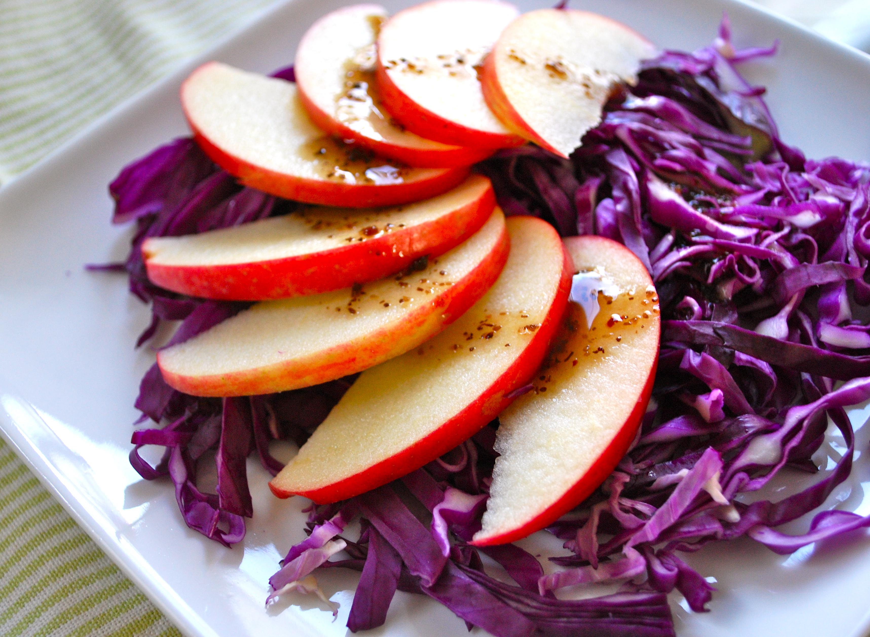 Как приготовить дешевый и полезный зимний салат