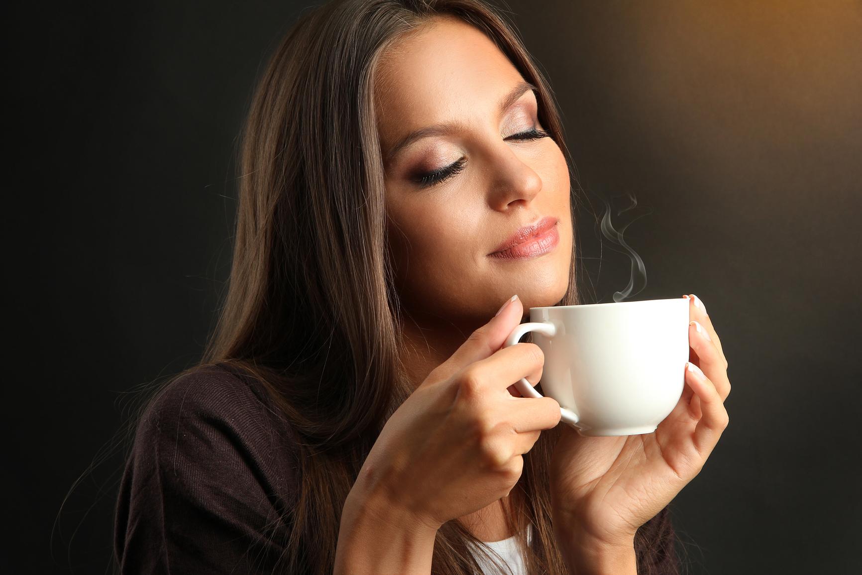 Фото девушка с чашкой