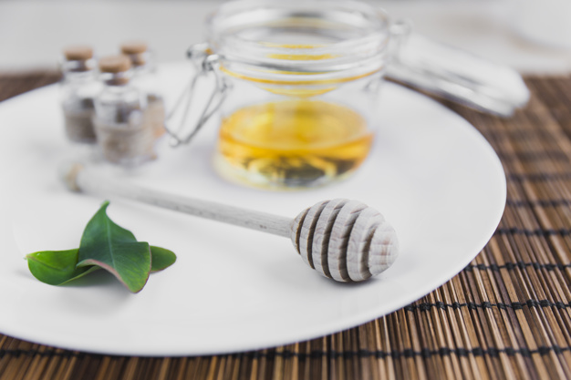 Как правильно делать медовый массаж для похудения дома