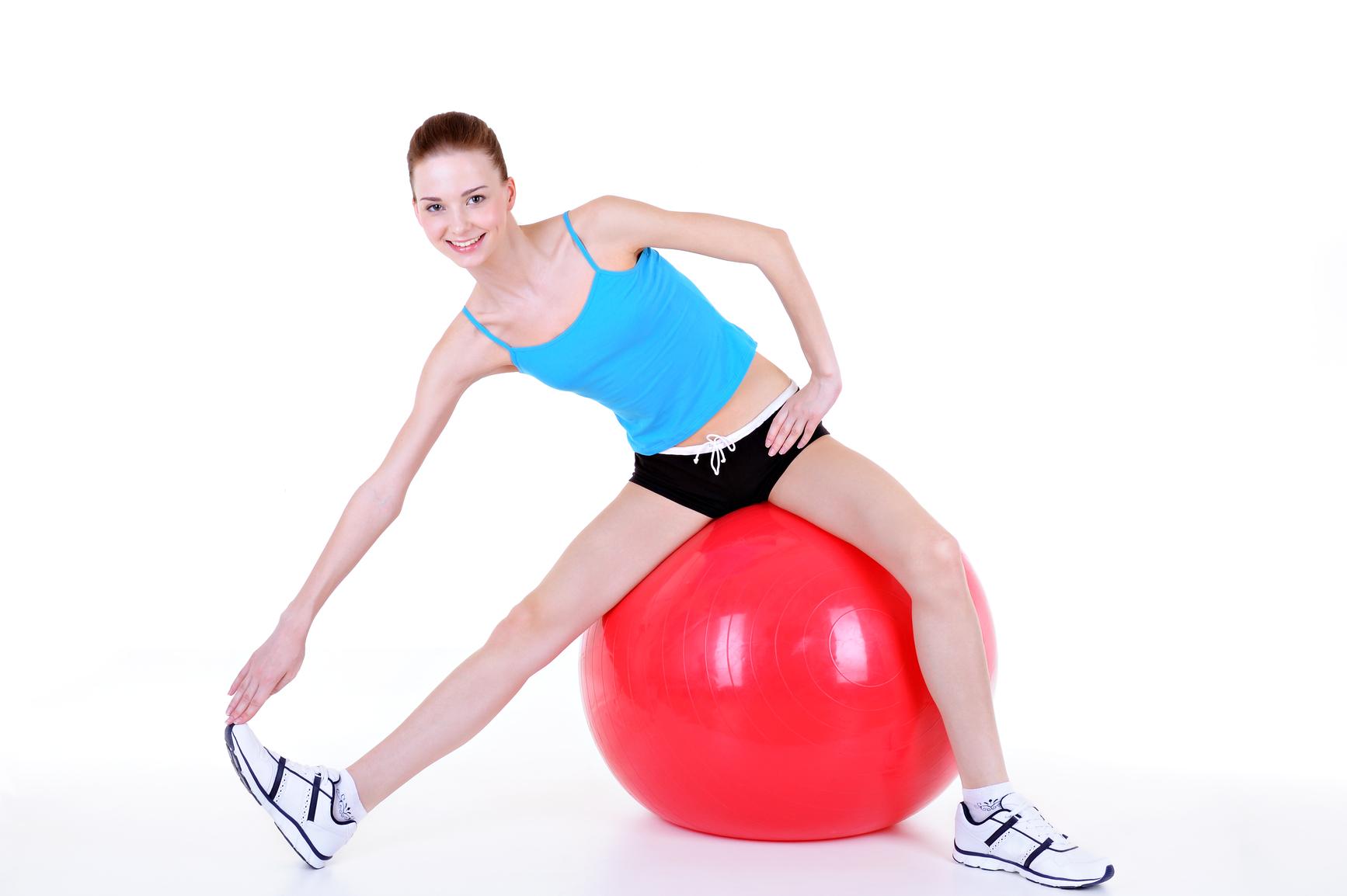 Упражнения с мячом для похудения: как тренироваться с фитболом