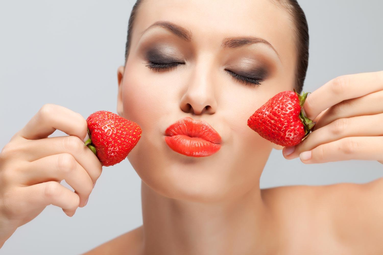 Вкусный уход: как использовать клубнику в уходе за собой