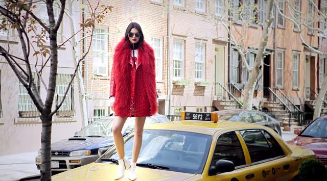 Кендалл Дженнер стала суперженщиной в рекламе аромата Est?e Lauder