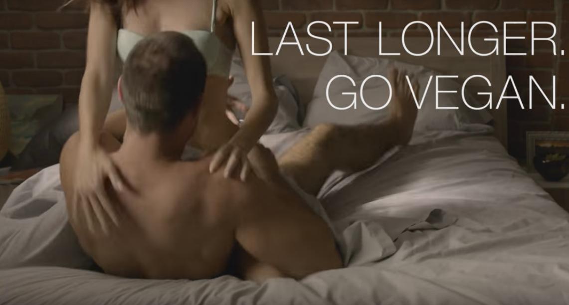 Почему у веганов секс лучше: скандальная запрещенная реклама PETA