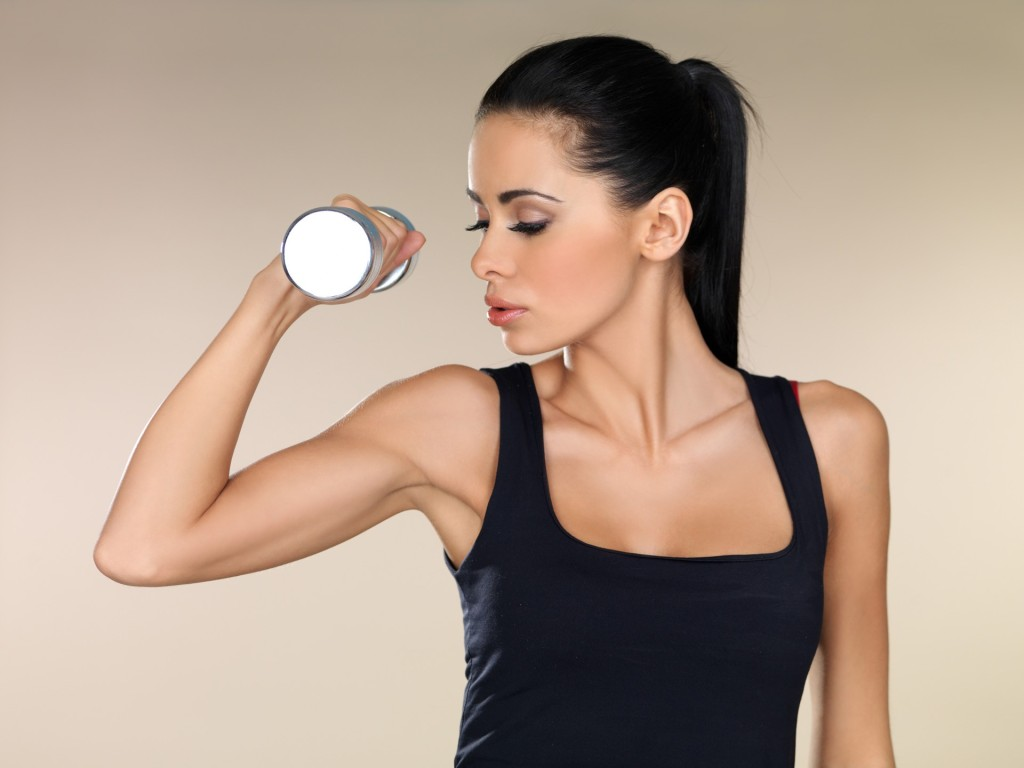 Как правильно качать бицепс девушке: техника выполнения упражнений
