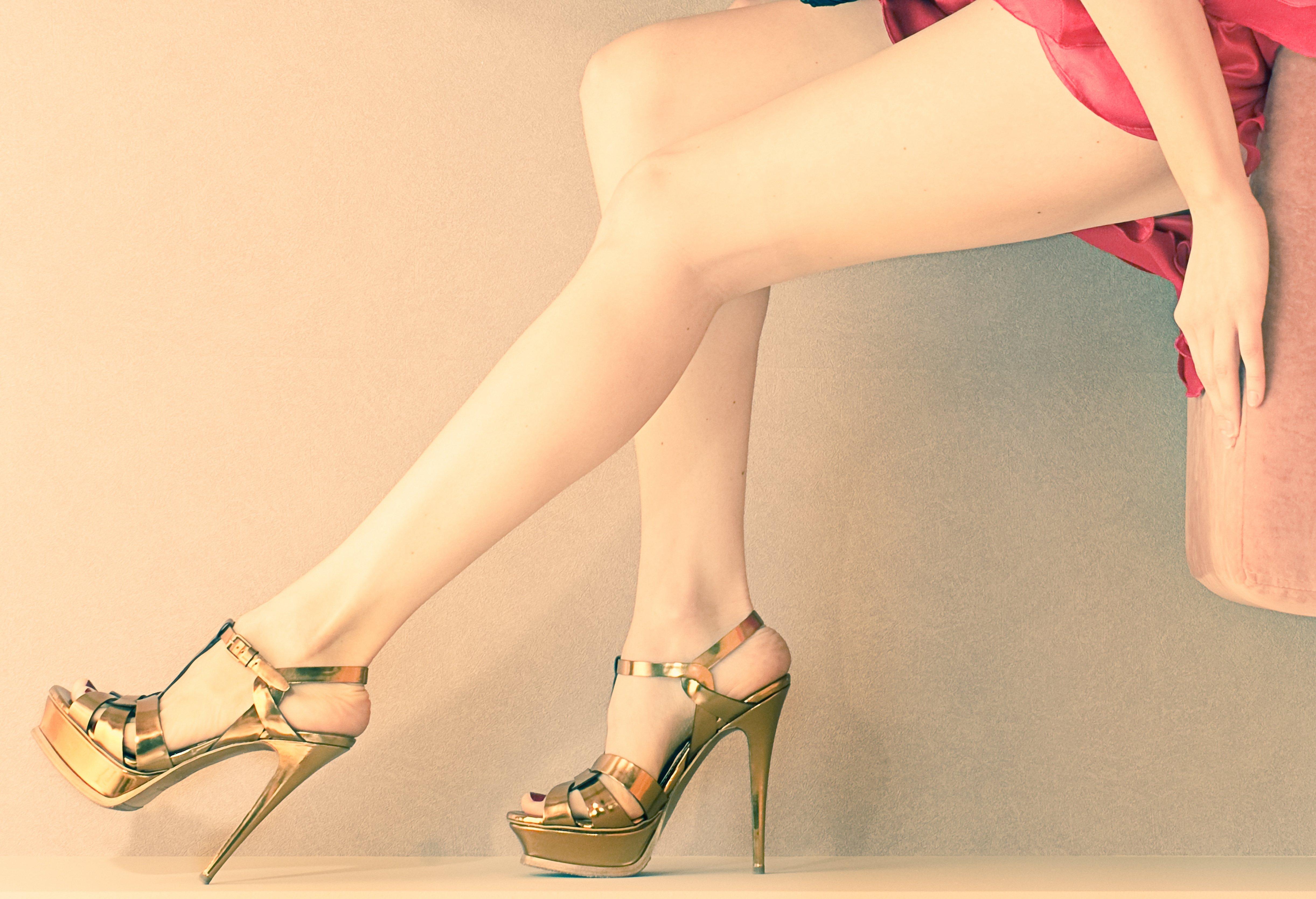 Фото женских ножек в обуви 24 фотография