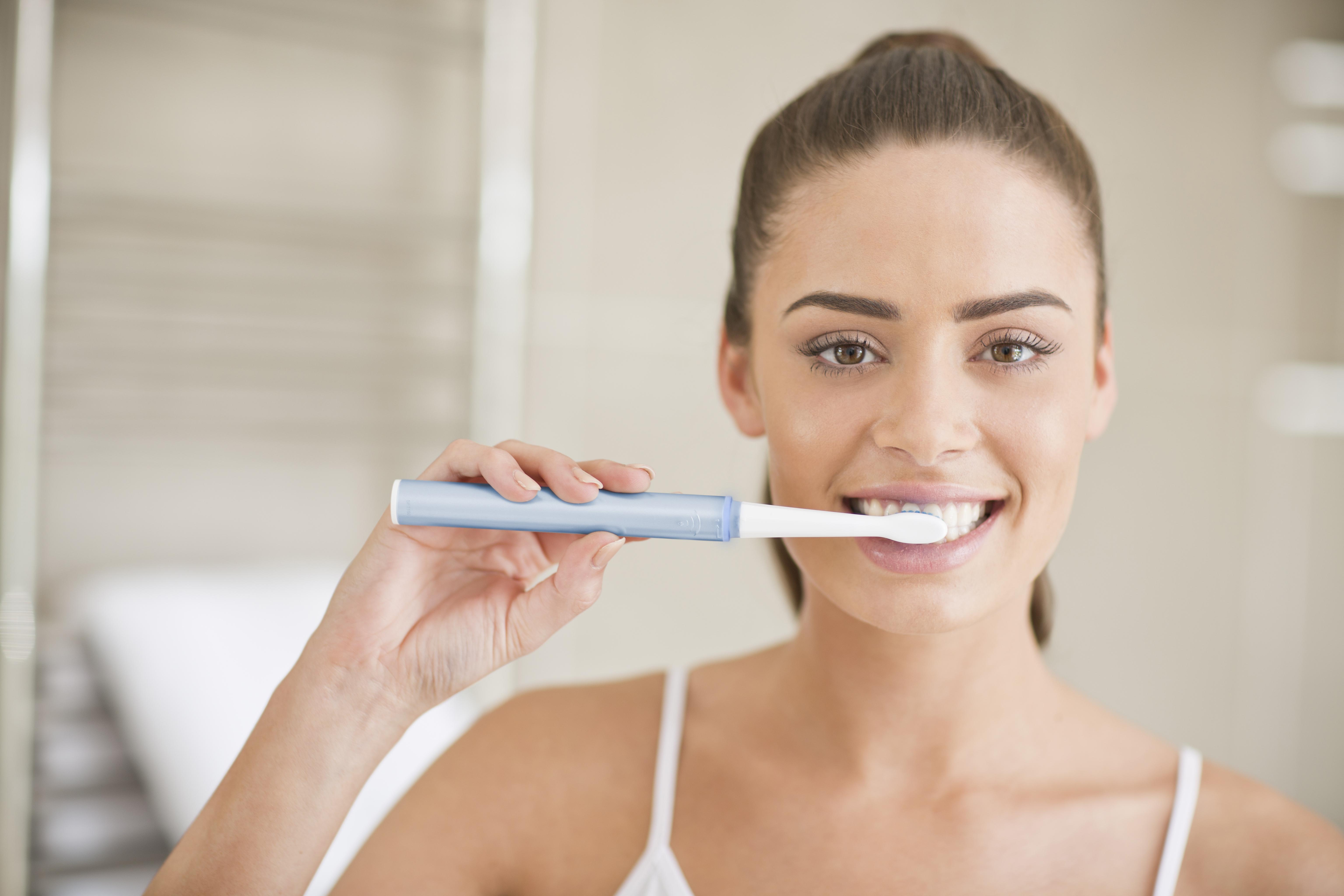 Что такое импульсная зубная щетка и как ее выбрать