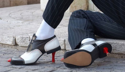 Волосатые колготки, «членотуфли», обувь-рогатка – вы подобное видели?