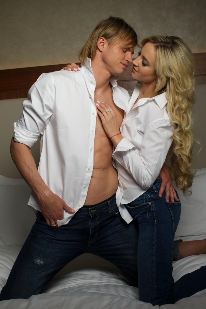 Дмитрий тарасов с женой и ребенком фото