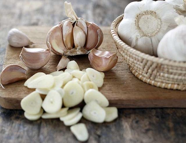Когда сажать чеснок осенью: даты по лунному календарю и способы посадк