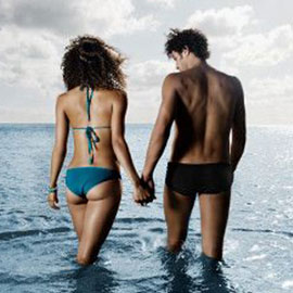 Секс в воде: плюсы, минусы и позы