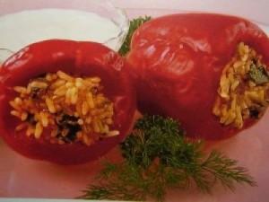 Сладкий красный перец с мясом птицы