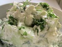 Мятый свежий сыр по-адыгейски