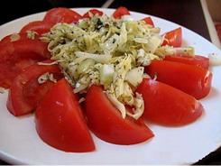 Салат из помидоров, яиц и сыра