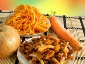 Салат из моркови с грибами