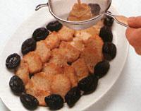 Мясо по-гречески с черносливом и корицей
