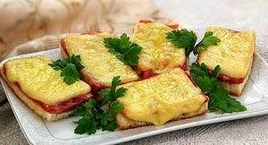 Горячие бутерброды с фаршем и сыром