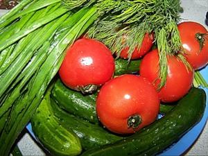 Аччик-чучук - салат узбекской кухни из огурцов и помидоров