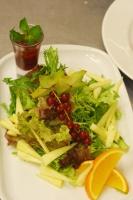 Салат с карамболем и авокадо