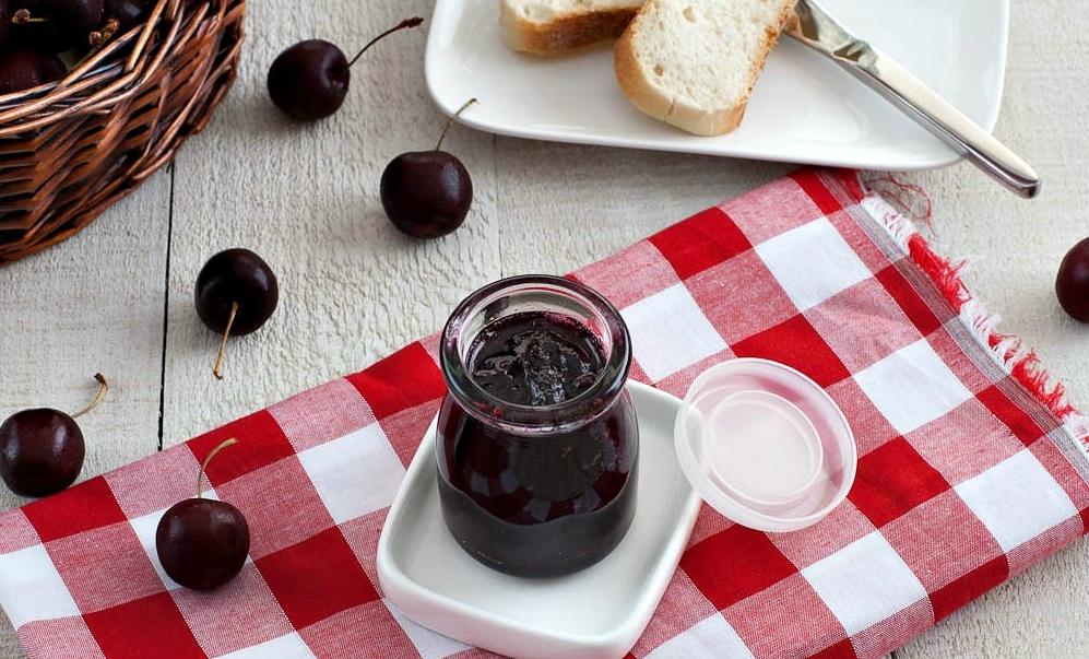Варенье из черешни с косточками: рецепт, которому вы зимой скажете спасибо - фото №1