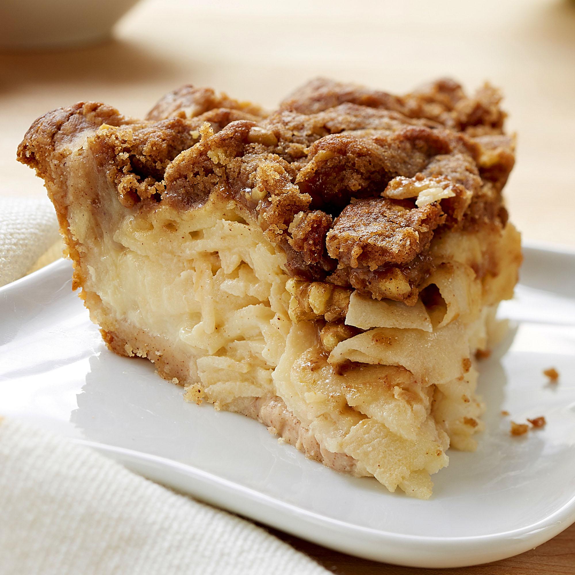 Рецепт яблочного пирога с корицей и орехами: прекрасный вариант десерта выходного дня - фото №1