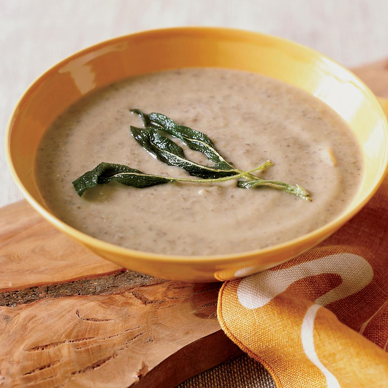 Крем-суп из баклажанов: готовим насыщенное и полезное первое блюдо - фото №1